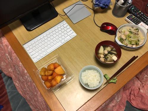 こたつと晩御飯と柿