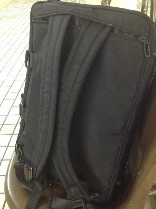 リュック・肩掛けショルダー・持てるバッグに使い分けられる鞄