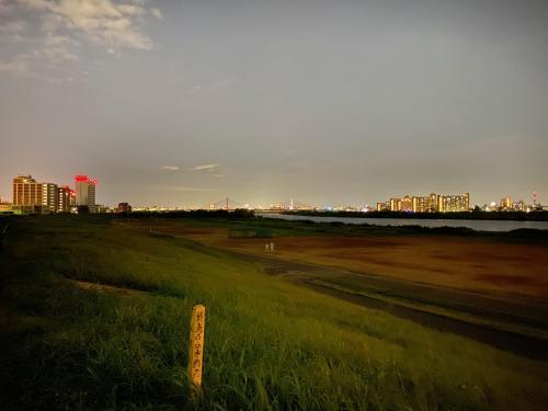 iPhone11と淀川(午後9時)