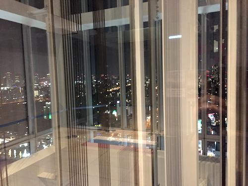 ジブリの立体建造物展が終わった後、あべのハルカス美術館よりエレベーターで帰るところ